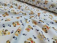 Трикотажная ткань щенки бежевые и лапки на белом