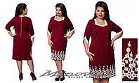 Бордовое прямое платье батал в деловом стиле с кружевной вставкой.  Арт-8074/26