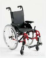 Облегченная детская коляска Invacare Action 3 NG Junior, ширина 25,5 см, темно-красный