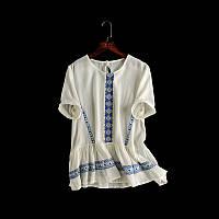 Модная белая блузка с вышивкой на лето