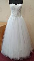 49.1 Пышное белое свадебное платье с кружевом и вышивкой, размер 50 (б/у)
