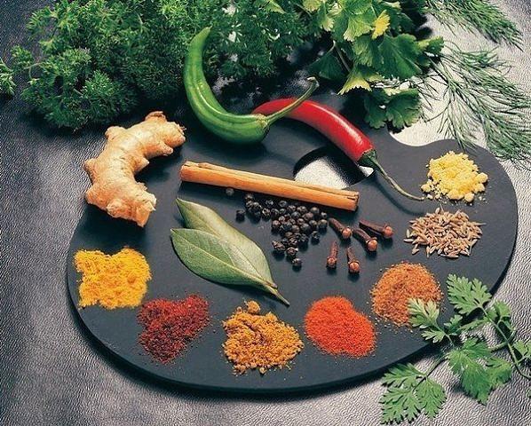 Арабские специи, приправы, пряности, сушеные овощи