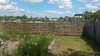 Забор плетеный из лозы орешника