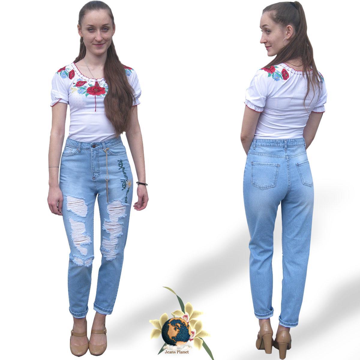 5727bd16212 Женские джинсы Mom джинс голубого цвета рваные с вышивкой 28 р-р ...