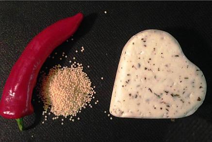 Zinka козий сыр полутвёрдый  /сердечко с неаполитанскими травами 220g/, фото 2