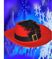 Красная шляпа мушкетера с черным пером, купить оптом и розницей,MK 1408 KRK-0019