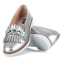 Женские туфли лоферы серебристые с кисточками