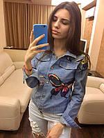 Стильная объемная джинсовая куртка с вышивками бабочек