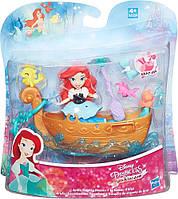 Disney Princess Мини королевство принцесс Дисней Ариэль и лодка ( Набор для игры в воде Hasbro B5339)