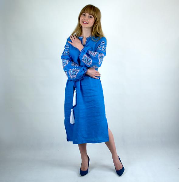 Женские платья и туники с вышивкой