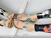Женские босоножки через палец с камнями серебро
