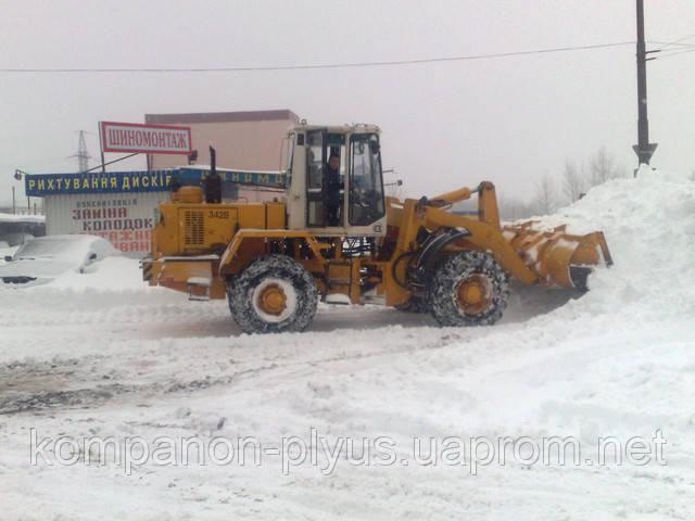 Вывоз снега и зимняя уборка территории.