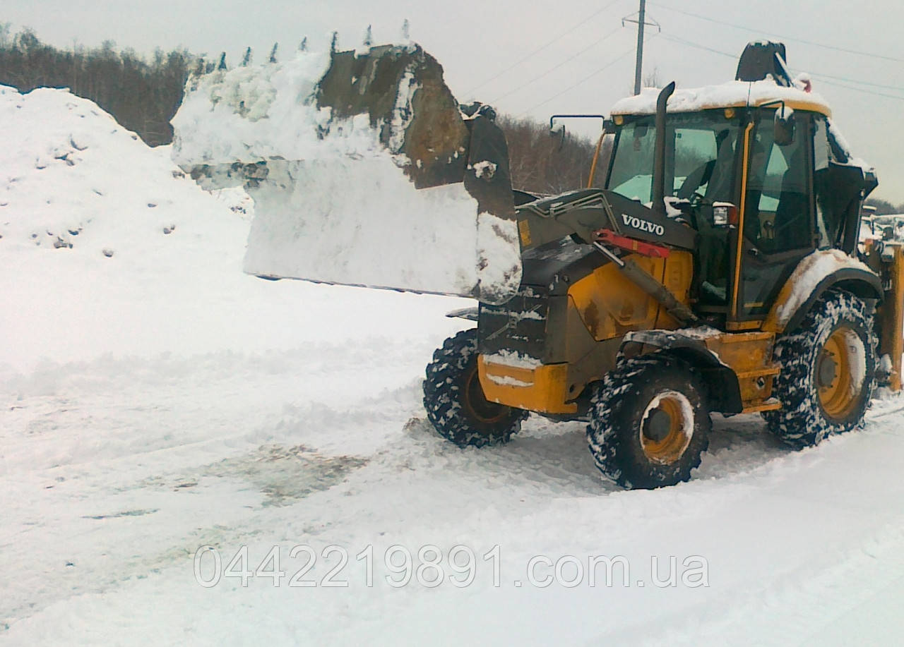 Уборка снега на улицах Киева Расчистка снега трактором и вручную Снегоуборочные работы в Киеве