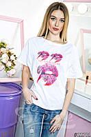 Легкая белая женская футболка с принтом