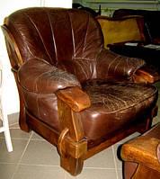 Шикарое кожаное кресло на дубовом каркасе