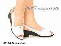 Женские кожаные белые босоножки на каблуке 6 см (размеры 36-41)