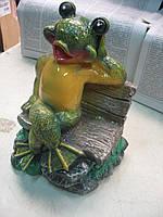 Лягушка на скамейке 21 см.
