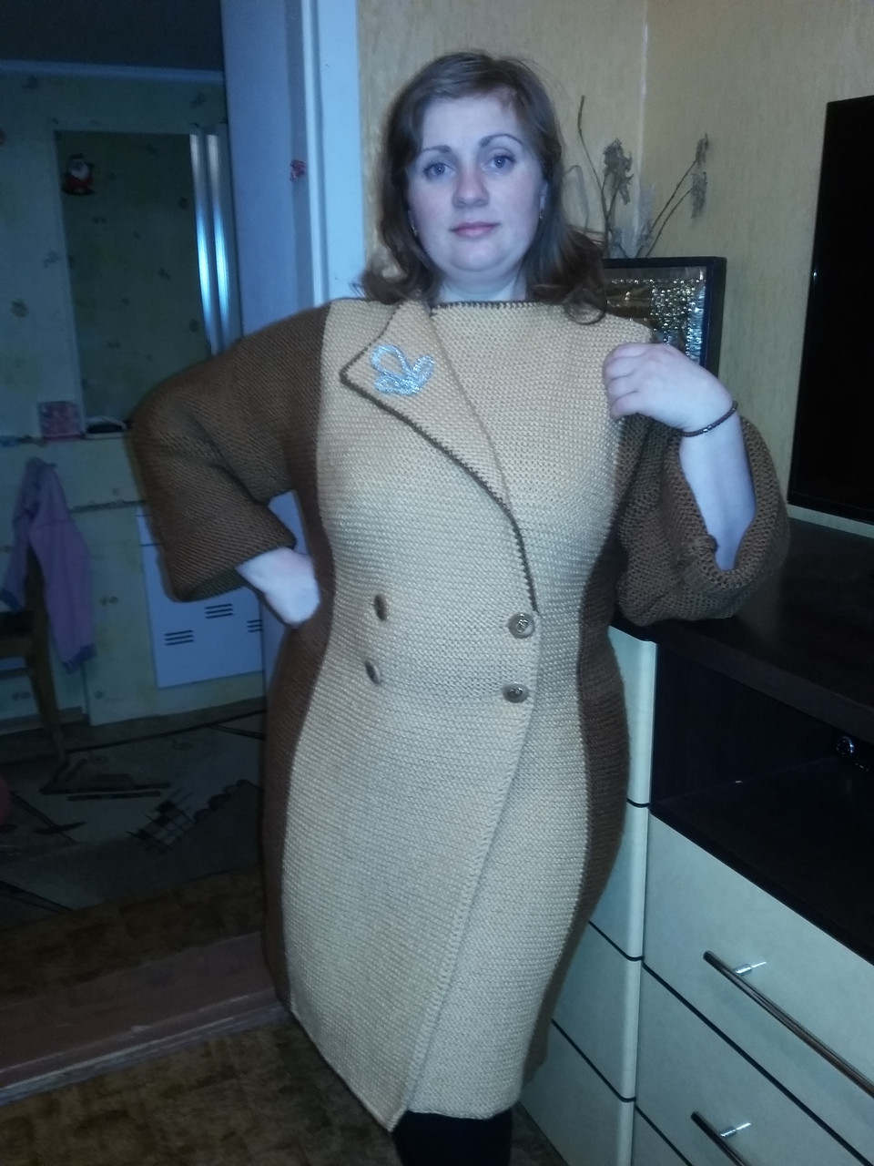 Женское вязанное пальто, ручная работа (образец)