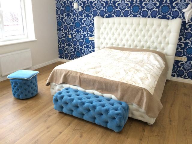 Двоспальні ліжка з вушками
