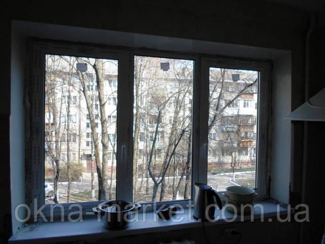 Трехстворчатое окно РЕХАУ с двумя поворотно-откидными створками