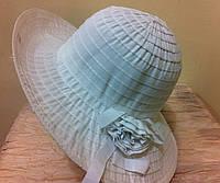 шляпа из текстильной ленты с розочкой  белого цвета