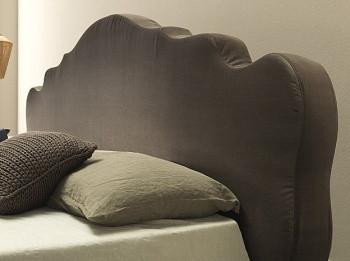 Ліжка з фігурним узголів'ям.