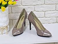 Туфли на каблуке из натуральной кожи бежевого цвета