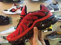 Мужские повседневные кроссовки найк тн плюс красные на черной подошве