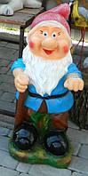 Садово-паркова фігура Гномик мультяшка з корзиною на спині 73*39*48 cм