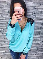 Блуза с кружевом разных цветов
