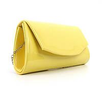 Желтая маленькая лаковая сумка фигурная на цепочке
