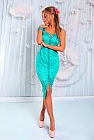 Облегающее вечернее платье длина-миди, декорировано брошью.