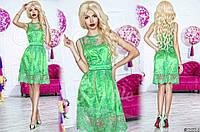 Нарядное женское короткое платье материал красивый гипюр, под низом атлас. Цвет зеленый