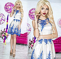 Нарядное женское короткое платье материал красивый гипюр, под низом атлас. Цвет белый с синим кружевом