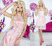 Нарядное женское короткое платье материал красивый гипюр, под низом атлас. Цвет нежно розовый