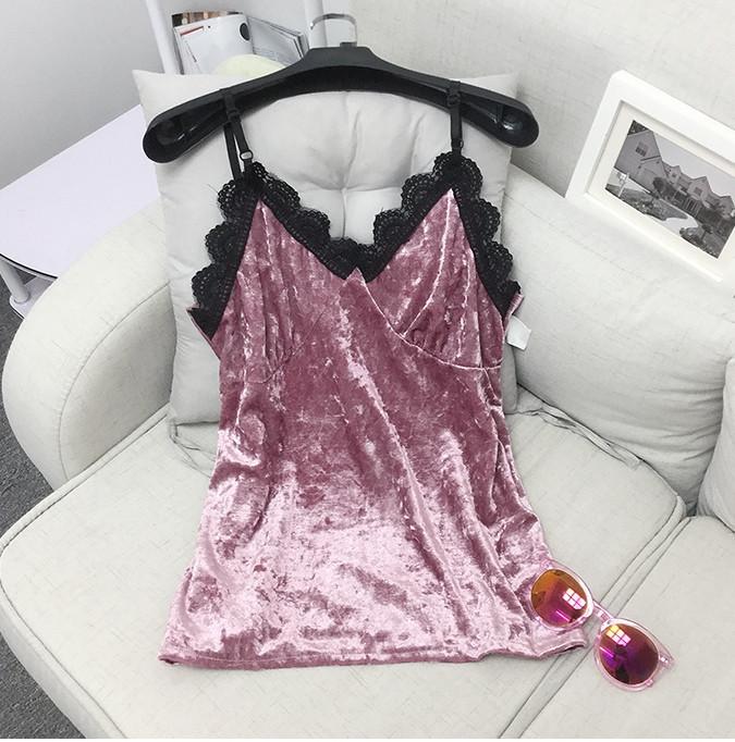 Майка велюровая плюшевая с кружевом розовая