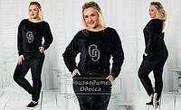 Модный спортивный велюровый черный костюм батал с аппликацией на груди и карманами. Арт-1241/37
