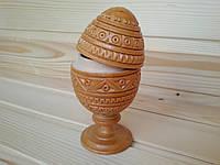 Деревянное яйцо-шкатулка с резным орнаментом на подставке 12 см