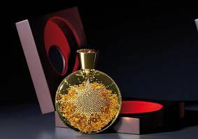R. Molvizar дополняет свои неповторные флаконы изысканых парфюмов, золотыми пластинами которые помещены внутри флакона
