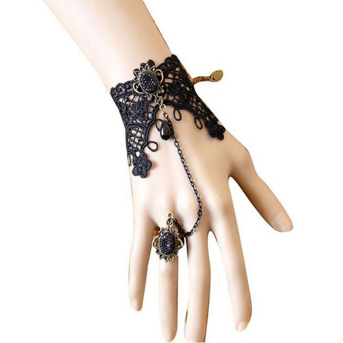 Браслет кружевной черный с кольцом на цепочке