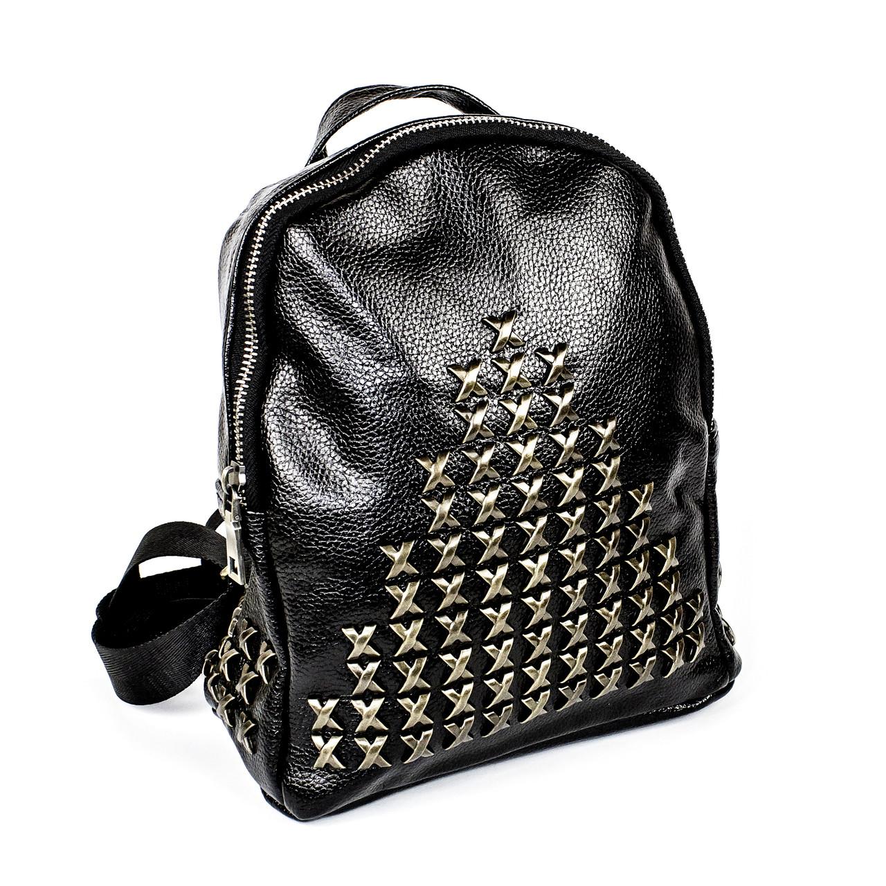 Черный рюкзак из эко-кожи с металлическими крестиками
