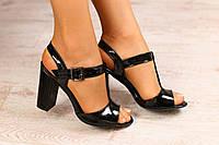 Женские босоножки, из натуральной лаковой кожи, черные, на каблуке