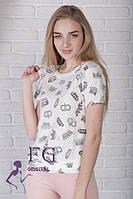Стильная женская футболка белого цвета
