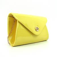 Желтый маленький лаковый клатч на цепочке