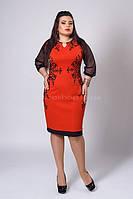Эффектное красное платье с черным орнаментом