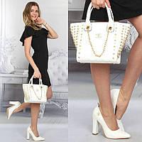 Белая сумочка Chanel, туфли