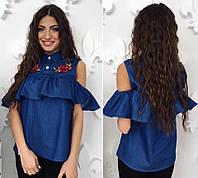 Женская джинсовая блуза с воланом и вышивкой