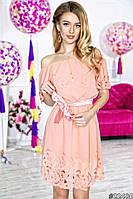 Нарядное короткое женское платье материал шифон с перфорацией, с атласным поясом. Цвет пудра