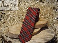 Галстук красного цвета в клетку шотландка