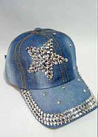 Стильная джинсовая кепка